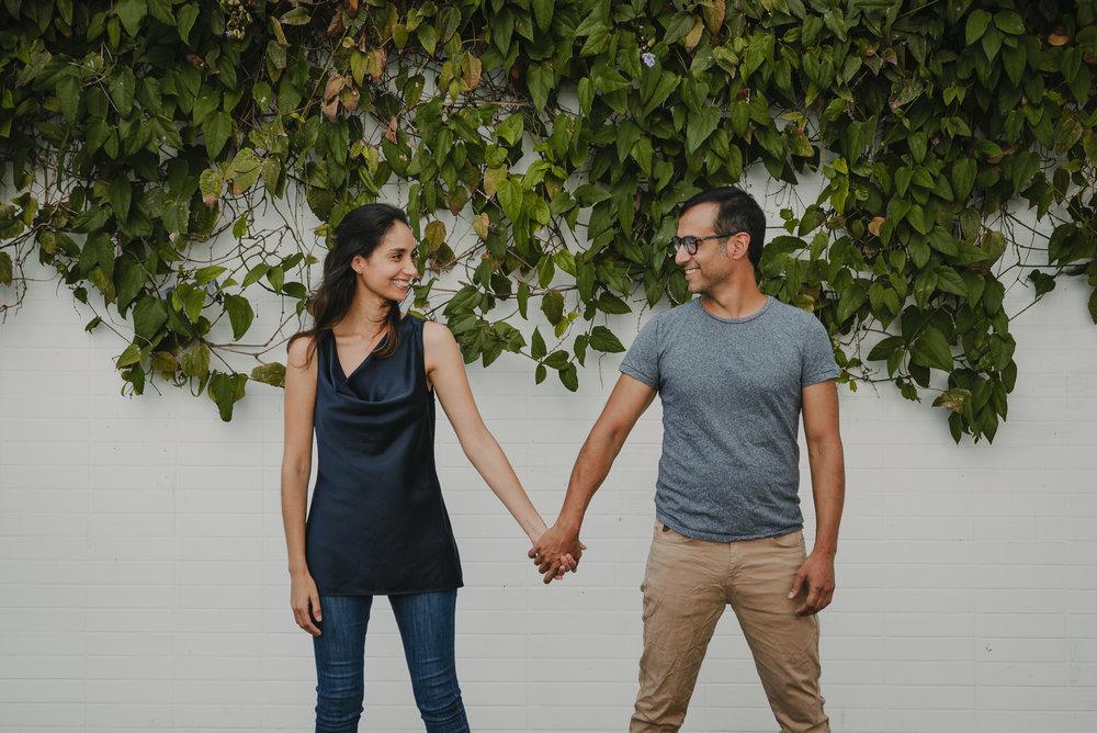 pareja tomada de la mano preboda trizyjuan logroño