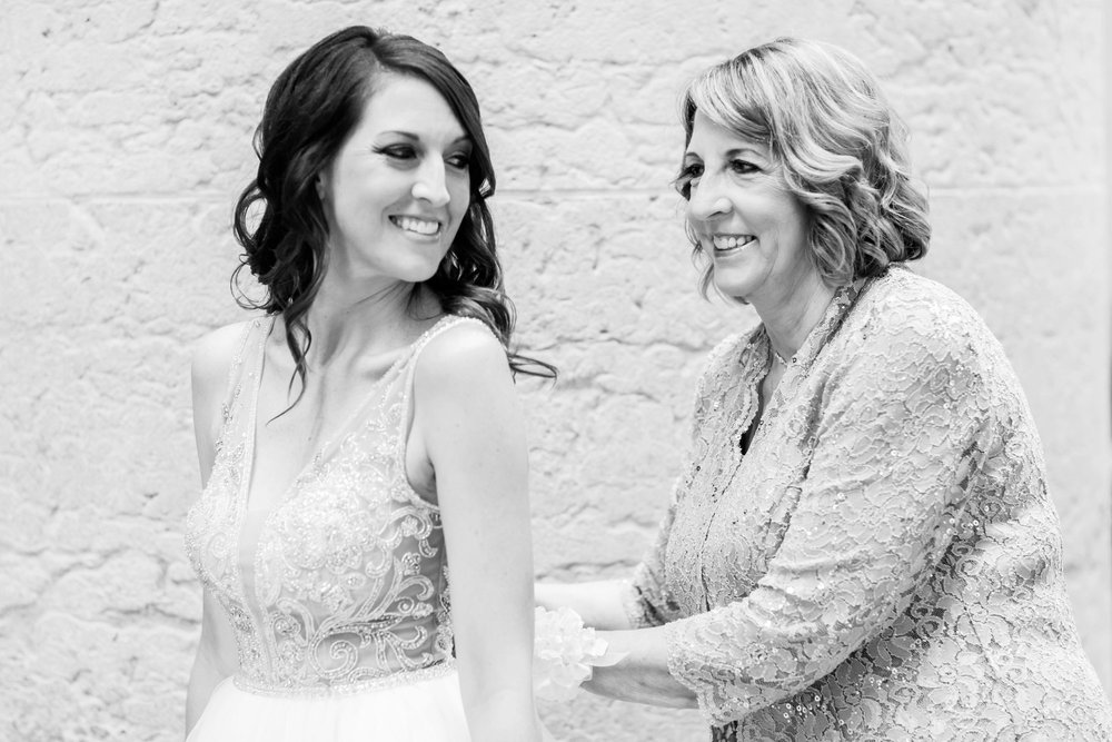 Michelle_Joy_Photography_Ohio_Statehouse_Wedding__9.jpg