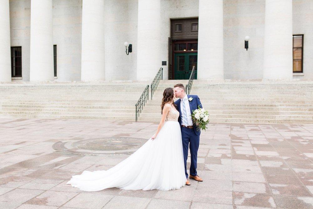 Michelle_Joy_Photography_Ohio_Statehouse_Wedding__12.jpg