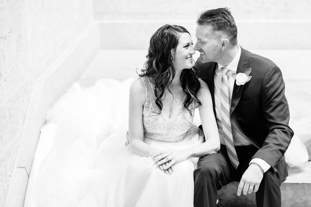 Michelle_Joy_Photography_Ohio_Statehouse_Wedding__22.jpg