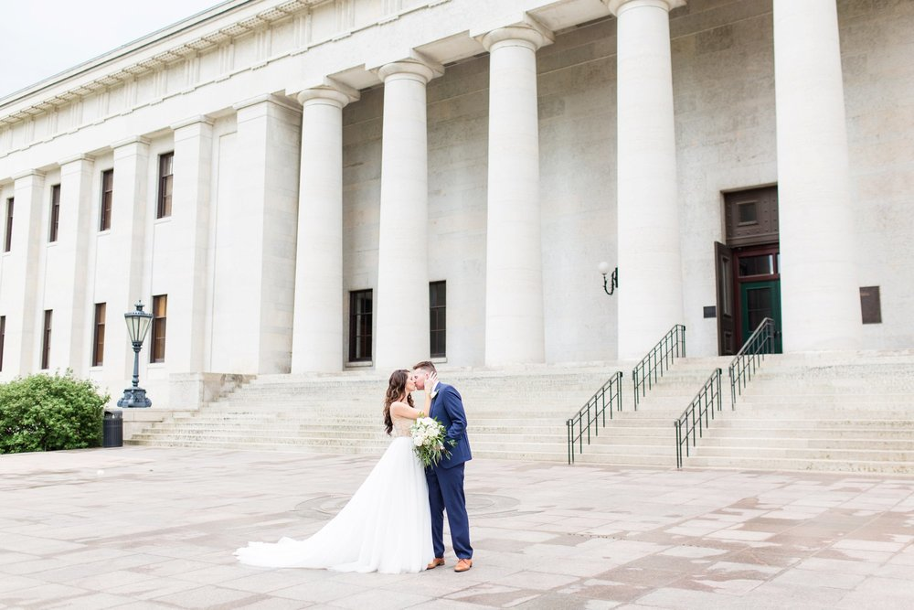 Michelle_Joy_Photography_Ohio_Statehouse_Wedding__23.jpg