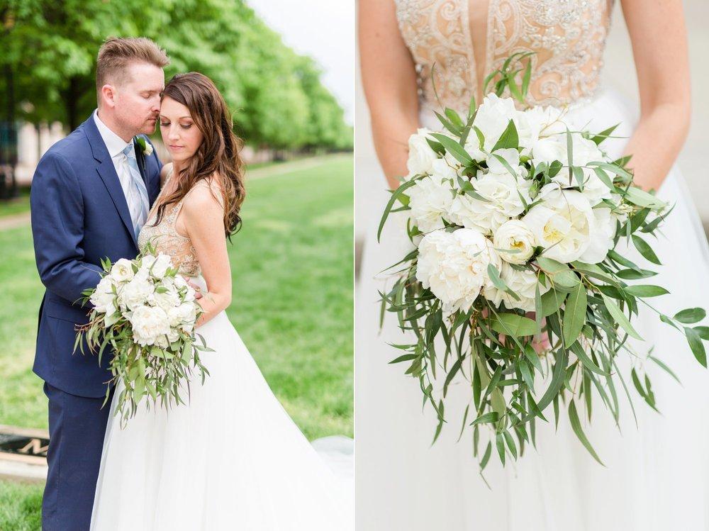 Michelle_Joy_Photography_Ohio_Statehouse_Wedding__27.jpg