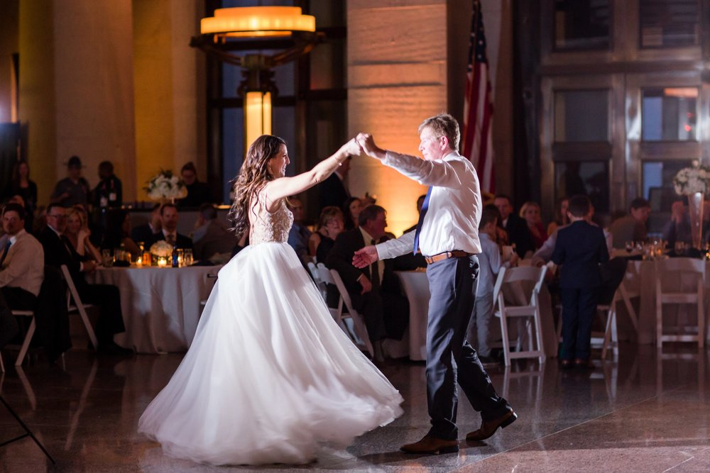 Michelle_Joy_Photography_Ohio_Statehouse_Wedding__47.jpg