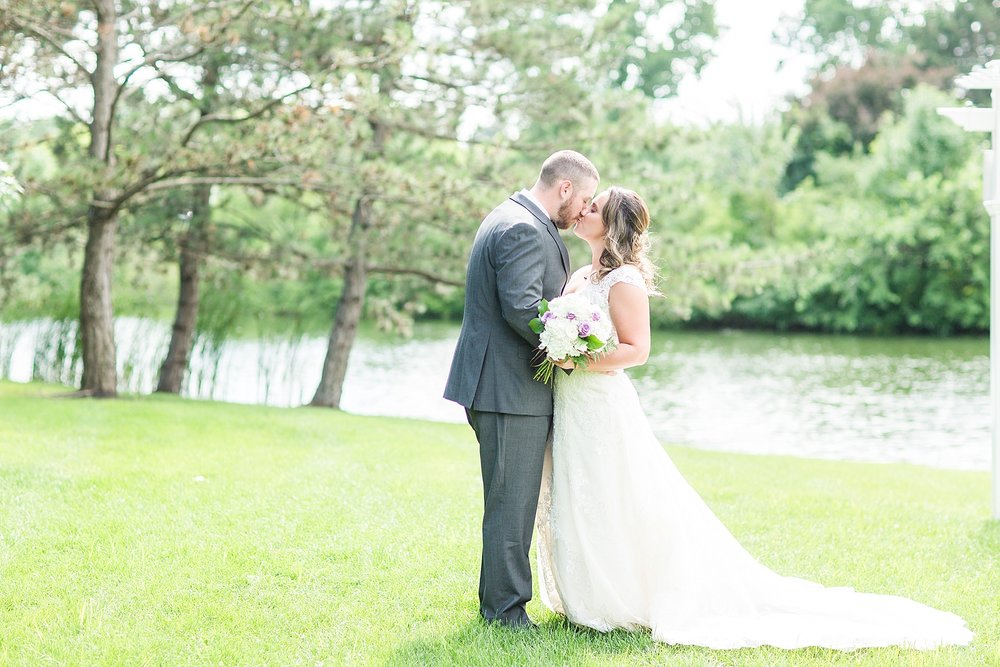 Michelle_Joy_Photography_Waters_Edge_Wedding19.jpg