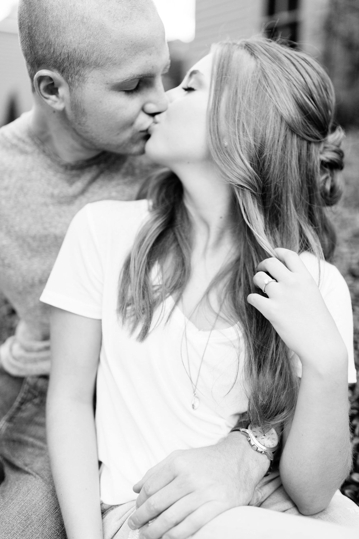 Michelle_Joy_Photography_German_Village_Engagement17.jpg