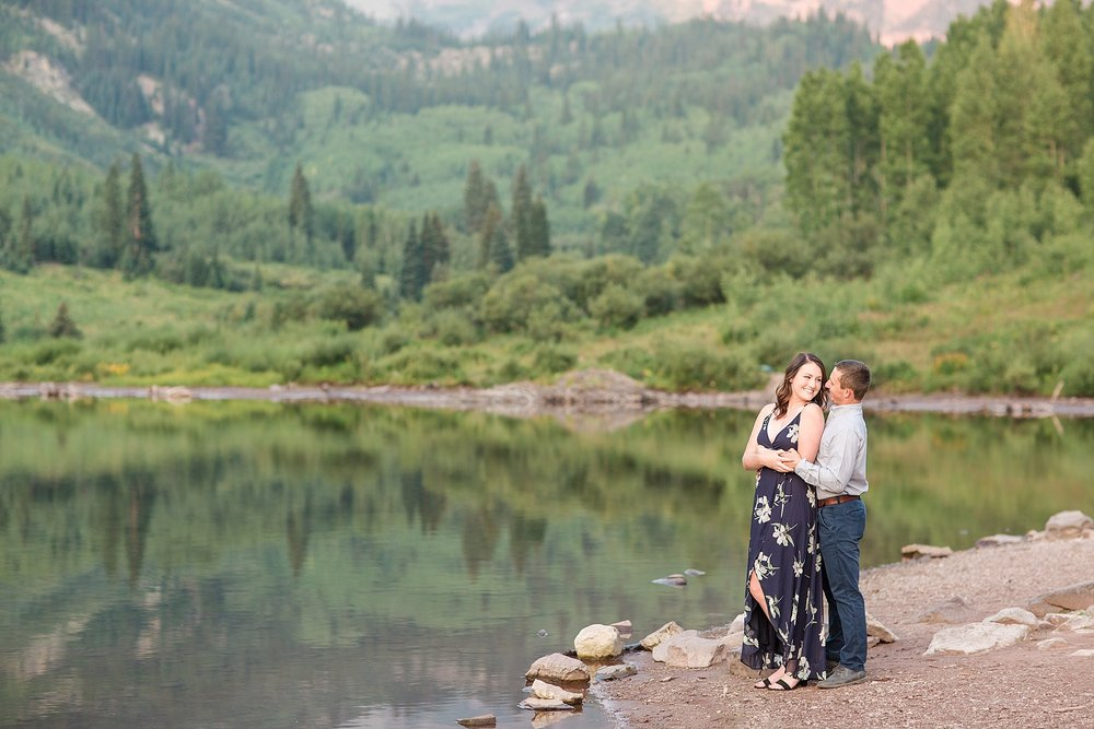 Michelle_Joy_Photography_Destination_Colorado_Engagement_Maroon_Bells_14.jpg