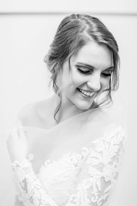 Michelle_Joy_Photography_Dayton_Art_Institute_Fine_Art_Wedding_17.jpg