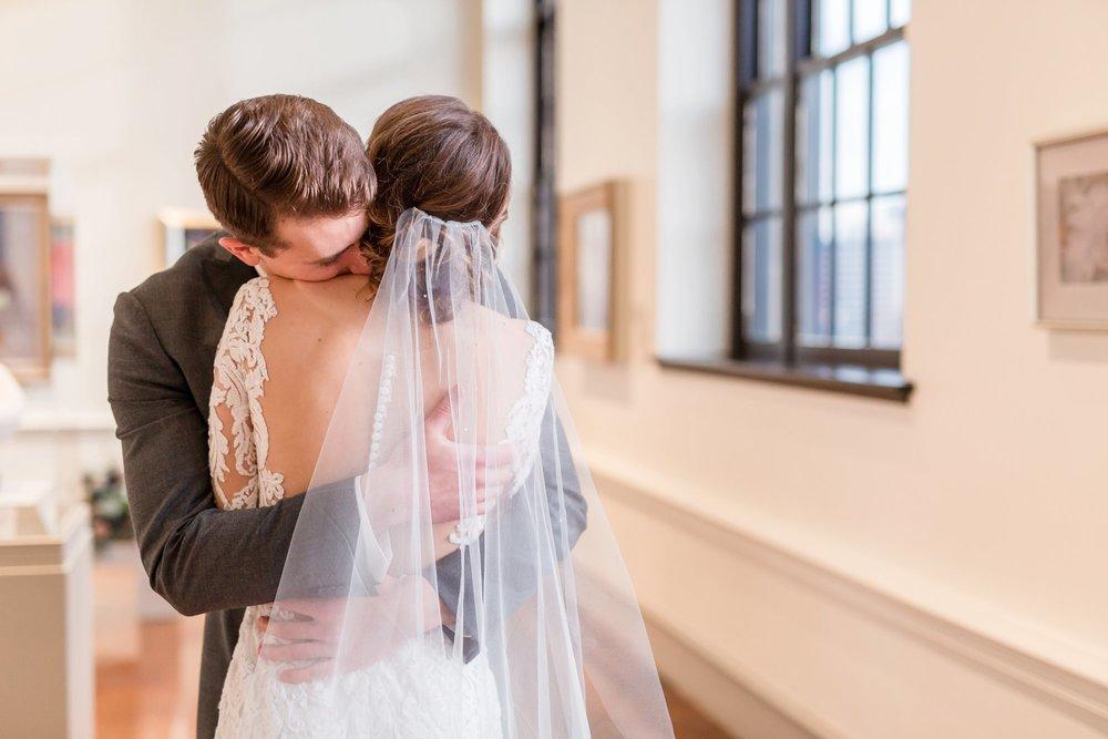 Michelle_Joy_Photography_Dayton_Art_Institute_Fine_Art_Wedding_31.jpg