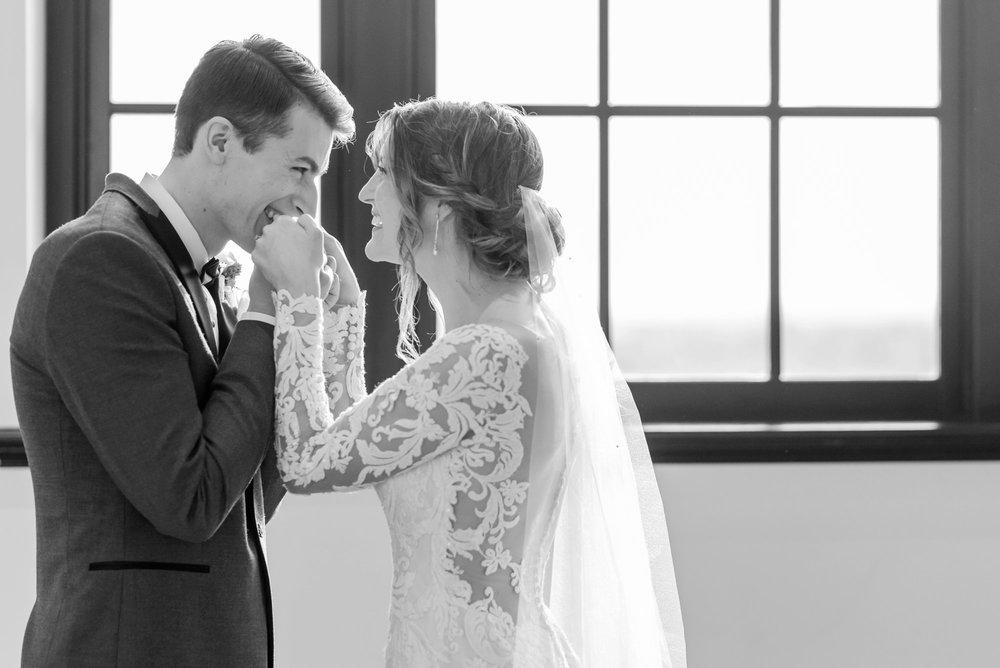 Michelle_Joy_Photography_Dayton_Art_Institute_Fine_Art_Wedding_32.jpg