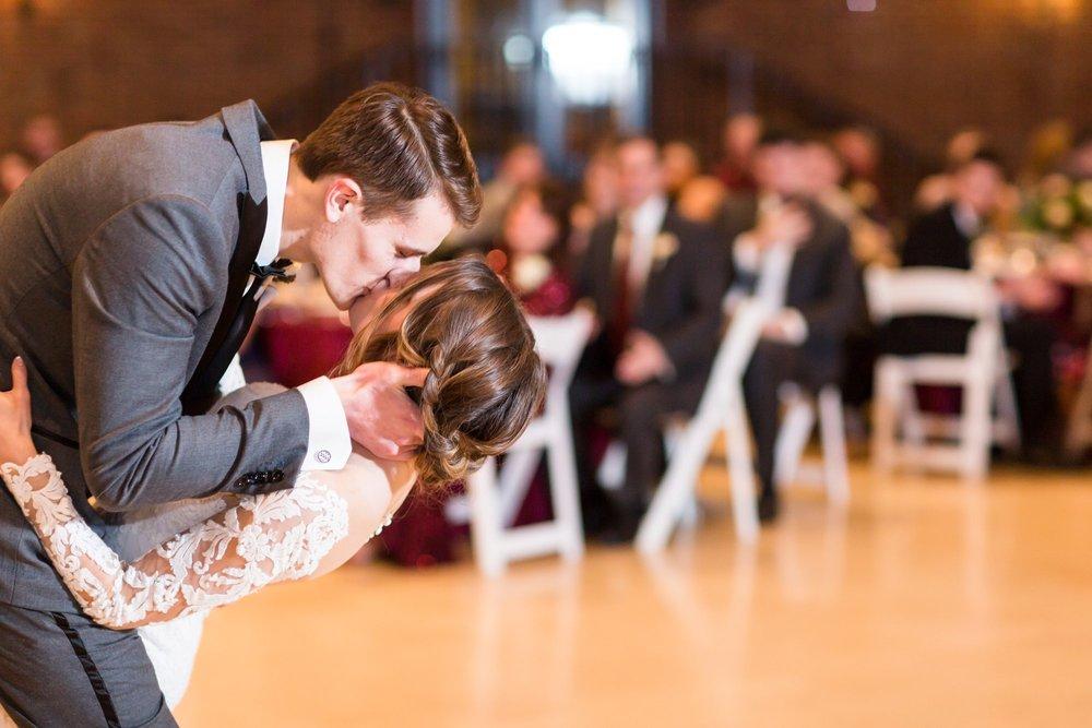 Michelle_Joy_Photography_Dayton_Art_Institute_Fine_Art_Wedding_92.jpg