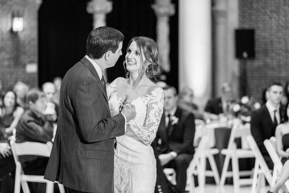Michelle_Joy_Photography_Dayton_Art_Institute_Fine_Art_Wedding_95.jpg