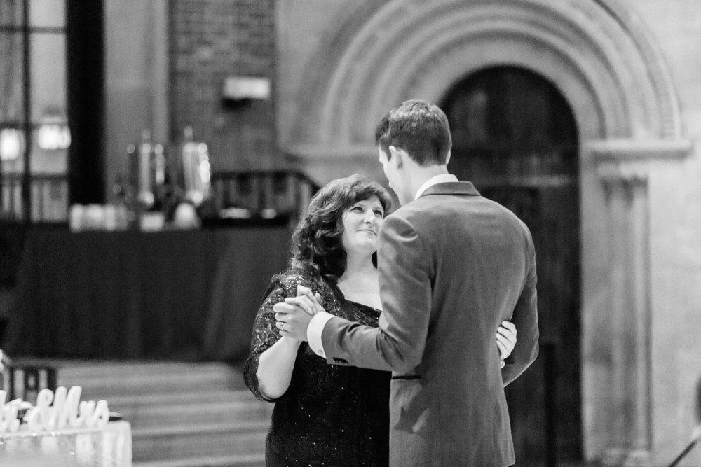 Michelle_Joy_Photography_Dayton_Art_Institute_Fine_Art_Wedding_97.jpg
