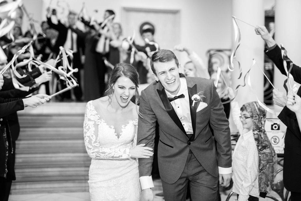 Michelle_Joy_Photography_Dayton_Art_Institute_Fine_Art_Wedding_111.jpg