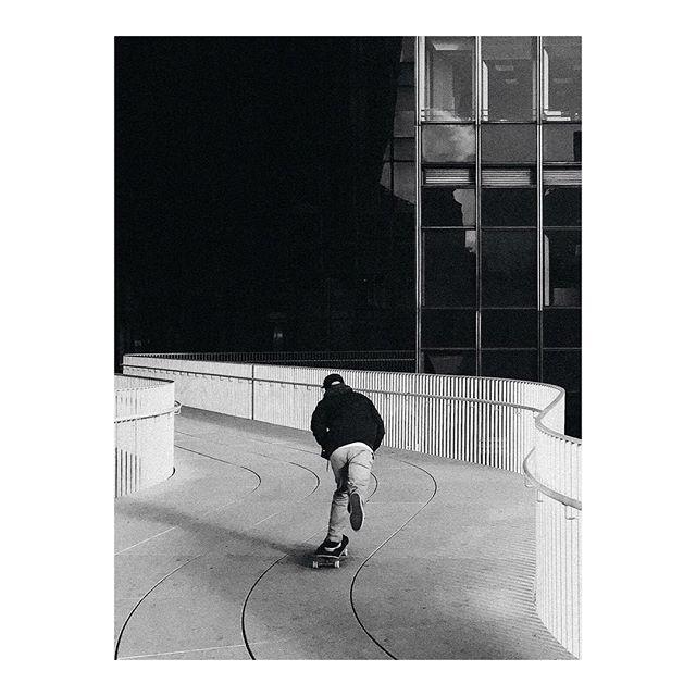 La vie rapide.  @colonna_ . . . #graphic #street #graphicstreet  #graphicdesign #urban #urbanphotography #lifestyle #street #streetphotography #architecture #architecturelovers #city #lines #design #minimal #minimalism #geometry #conceptual #contemporary #skate #skateboard #skateparis #skatebording