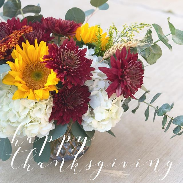 from our family to yours 💛 #happythanksgiving #loveisgrateful #lovewell #lwfloral