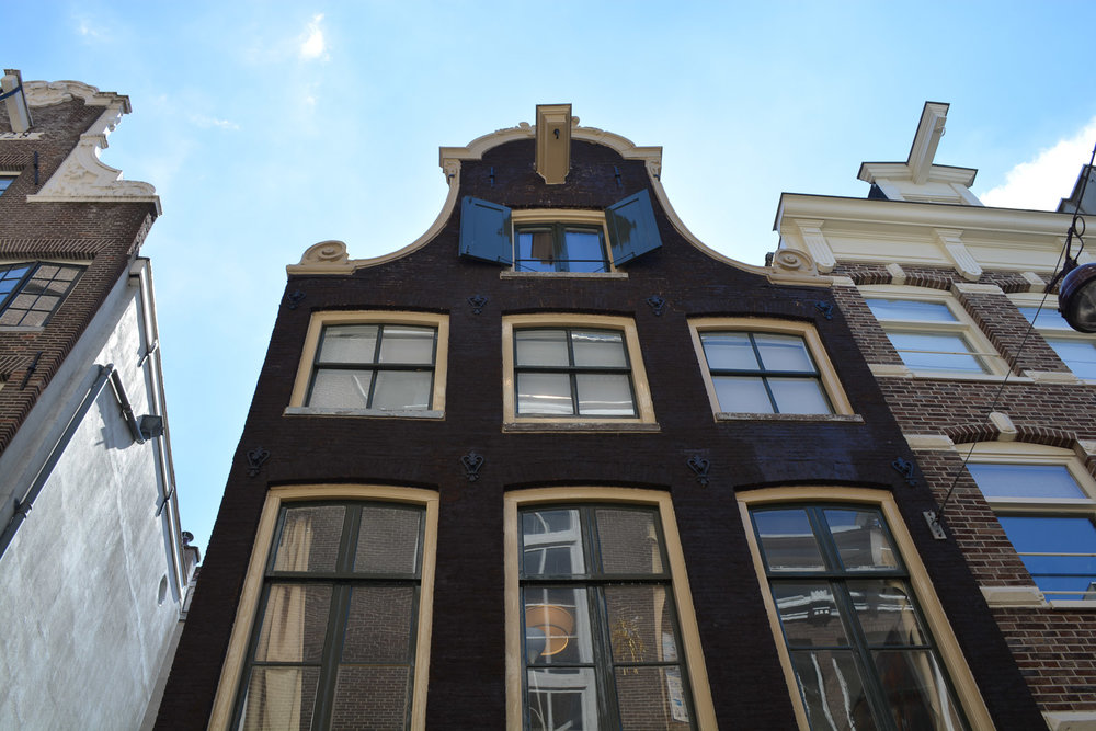 Row houses in Amsterdam have frontages that lean forward. From the top, you can see a hook through which a rope was strung that allowed people to pull large items up to the higher floors.