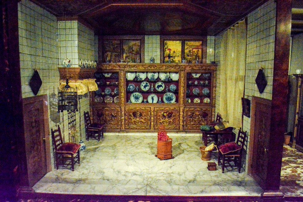 The dollhouse with porcelain from China