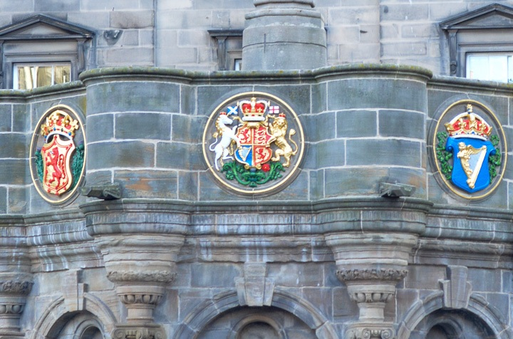 Fun fact: Scotland's national animal is the unicorn! Seen here on the emblem with England's lion, the unicorn is in chains—a sign of England overtaking Scotland?