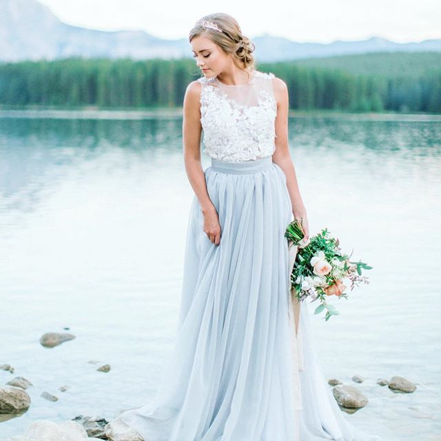 I love love love nontraditional dresses that have a little pop of color👰🏼 🎉 Would you do it?! This is also a perfect look for your 'maids 😍 PS if you haven't read my #sweatingforthewedding article, ya need to!  #weddingdress #letselope #isaidyes #engaged #weddinginspo #weddingseason #weddingplanning #bridetobe #bridalshower #bridesmaids