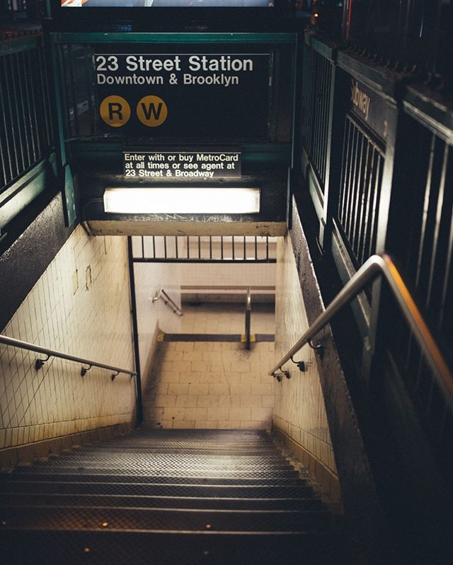probably the most hated thing in new york, yet the only thing that ties new york's fragmented pieces together: the mta subway.⠀⠀⠀⠀⠀⠀⠀⠀⠀ .⠀⠀⠀⠀⠀⠀⠀⠀⠀ .⠀⠀⠀⠀⠀⠀⠀⠀⠀ .⠀⠀⠀⠀⠀⠀⠀⠀⠀ #newyork #nyc #subway #travel #photography #photooftheday #brooklyn #manhattan #trains