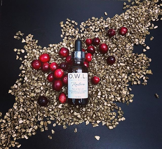 Cranberries contain medicinal properties, and are loaded with antioxidants that can help protect skin from environmental stressors and reduce inflammation in the skin.  These, along with many other benefits, are what make Cranberry Seed Oil the new go-to ingredient to look for in high-end, natural skincare. You can find this superfruit oil in our Restore Facial Serum. 🌱