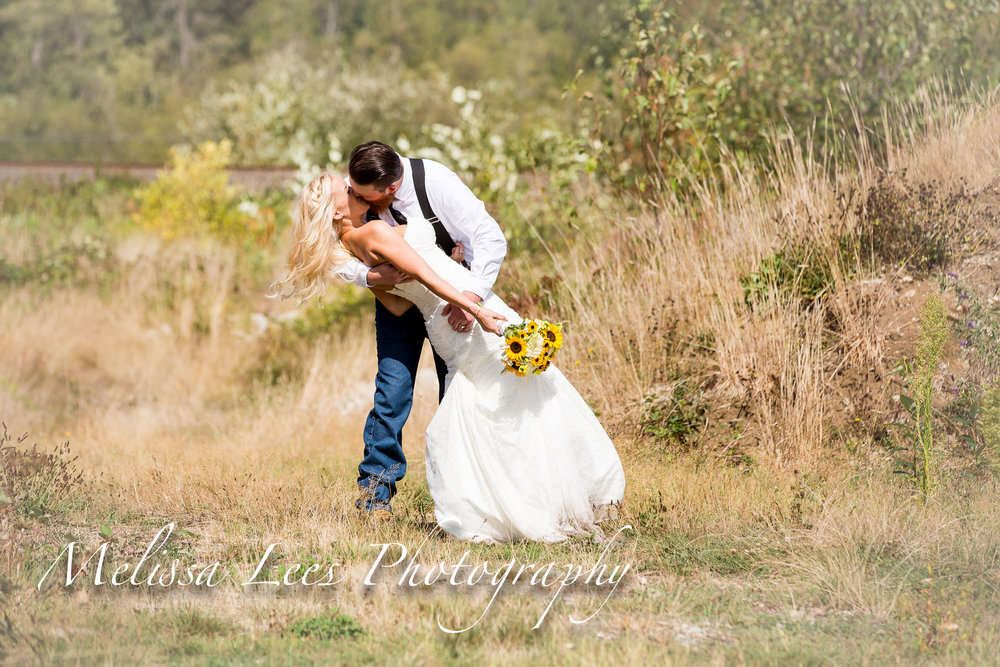 Melissa lees smith wedding grass field kiss.jpg