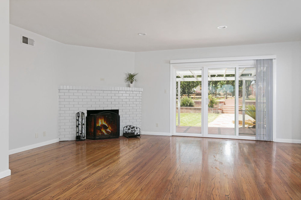 6901 Norton Ave-large-005-25-Living Room-1500x1000-72dpi.jpg