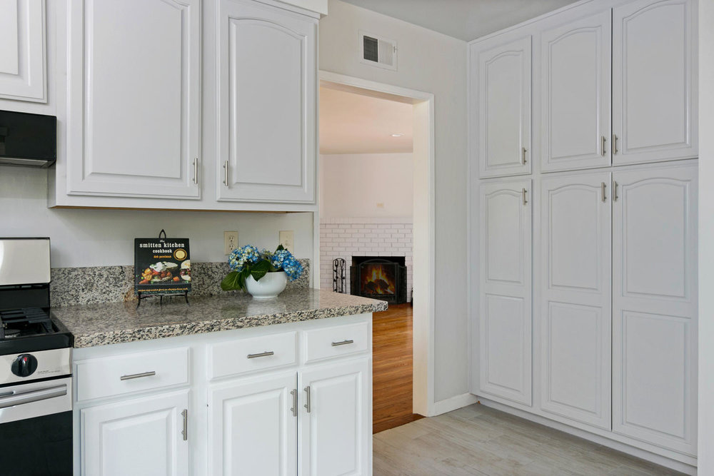 6901 Norton Ave-large-011-28-Kitchen-1500x1000-72dpi.jpg