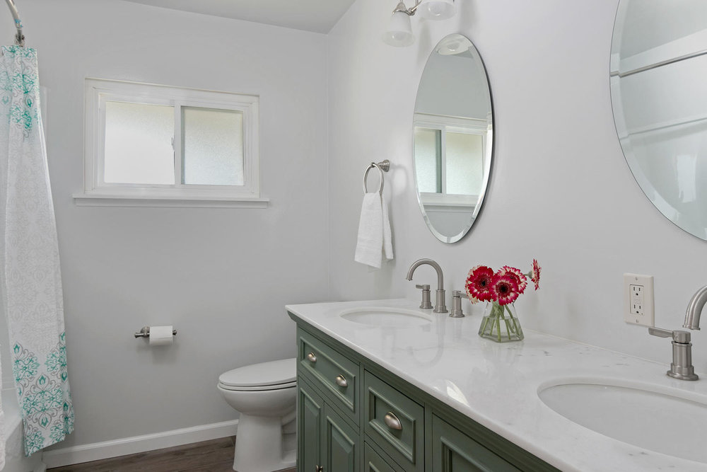 6901 Norton Ave-large-017-22-Bathroom-1500x1000-72dpi.jpg
