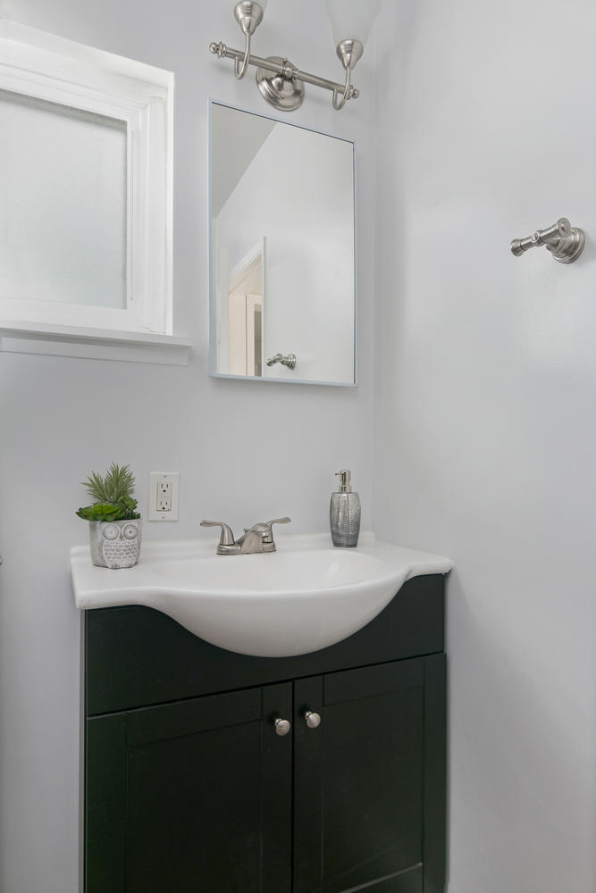 6901 Norton Ave-large-023-13-Bathroom-667x1000-72dpi.jpg