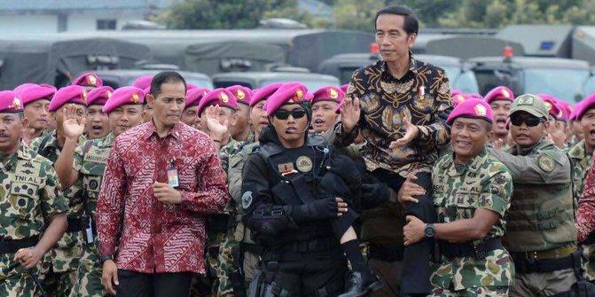 Jokowi tni.jpg