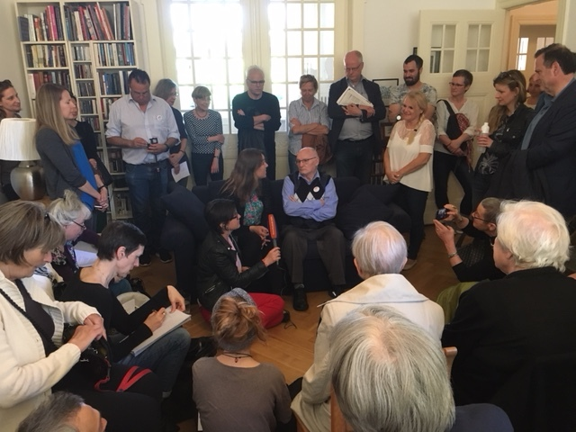 Ludwig Katzenellenbogen (on sofa, arms crossed) in discussion about his memories of life in Berlin in the 1930's in his old apartment in Schoeneberg, Berlin. His daughter Elsa is to his left, white top. The event was part of the Denk Mal am Ort weekend 5-6 May 2018. @Hugh Williamson
