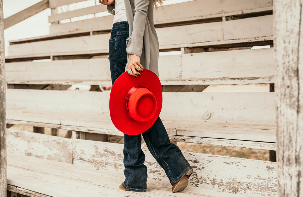 Miss. Miller's Photography | Kimes Ranch Jeans | Western Couture | Red Felt hat western | cowgirl fashion | ranch fashion | western fashion | rodeo attire