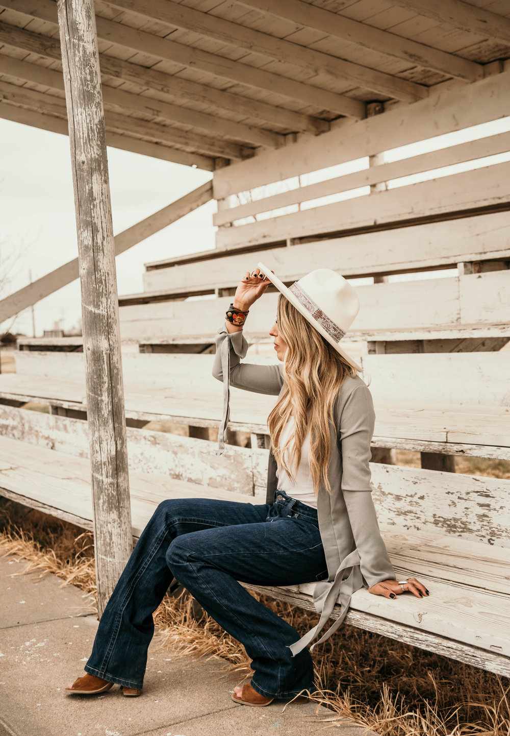 Miss. Miller's Photography | Heritage Custom Hats | Western Couture | Kimes Ranch Jeans | White Felt Hat | Western Fashion | Cowgirl Spring Fashion | Western Spring Fashion
