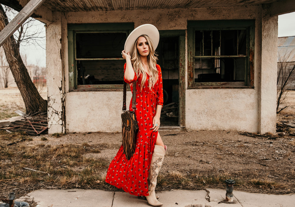 Miss. Miller's Photography | Western Couture | Western fasion photo shoot ideas | Whitney Benton | Western attire | Cowgirl fasion | White felt hat