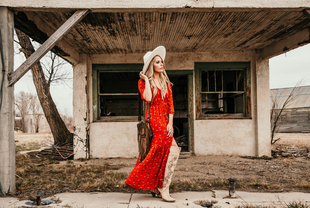 Miss. Miller's Photography | Western Couture | Western boho dress | Western spring dress | red boho dress | Whitney Benton | White felt hat | Vintage boho bags