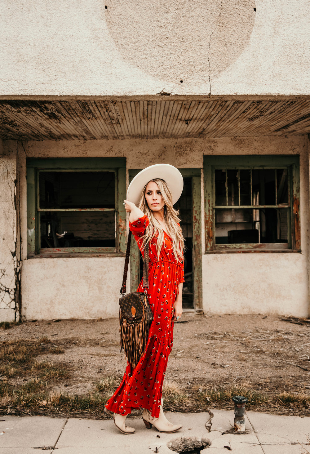 Miss. Miller's Photography | Western Couture | Western Fashion | Vintage Boho Bags | Red western dress | Cowgril fashion | Western sping fashion | White felt hat | Heritage Custom Hats