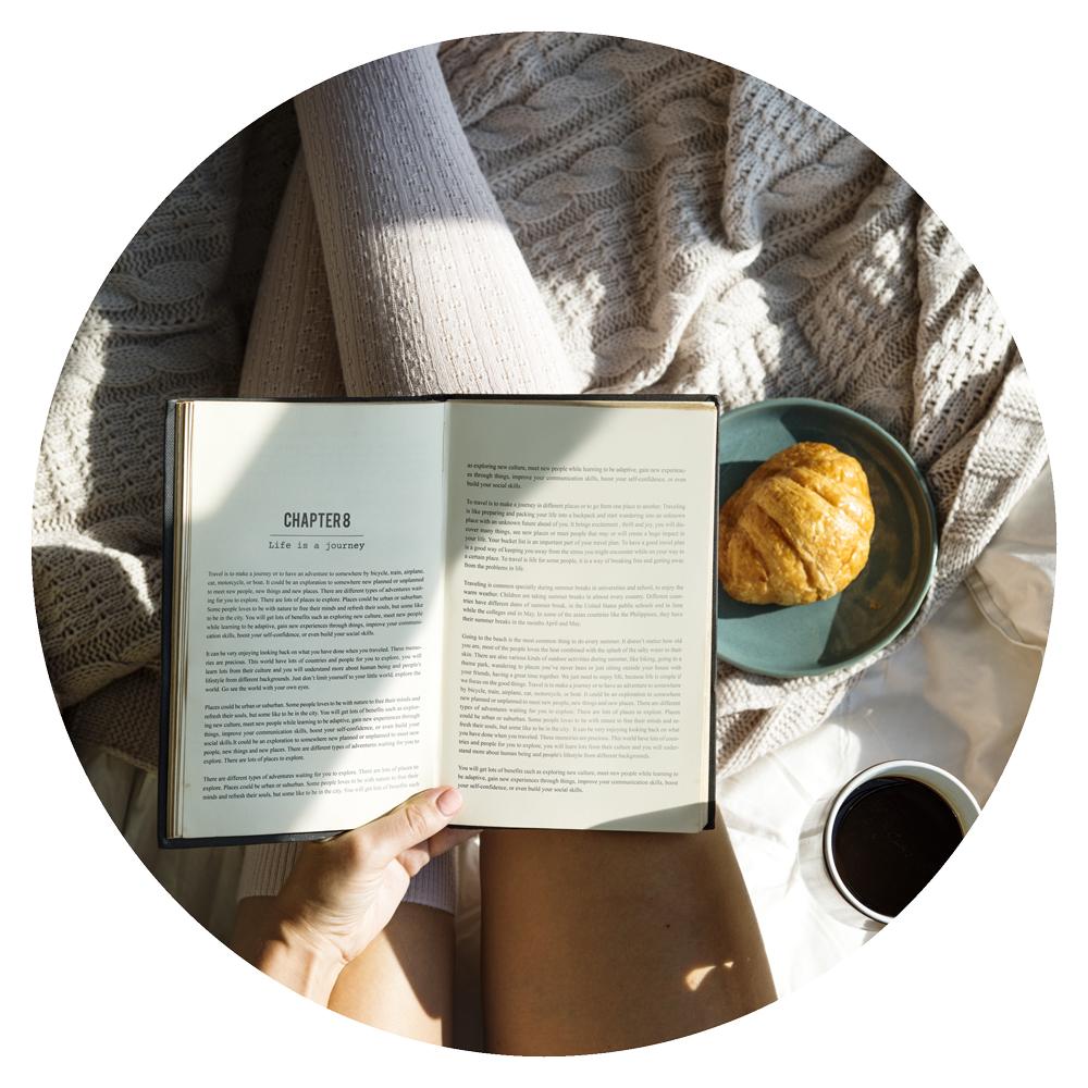 books_woman_reading_circle_3.jpg
