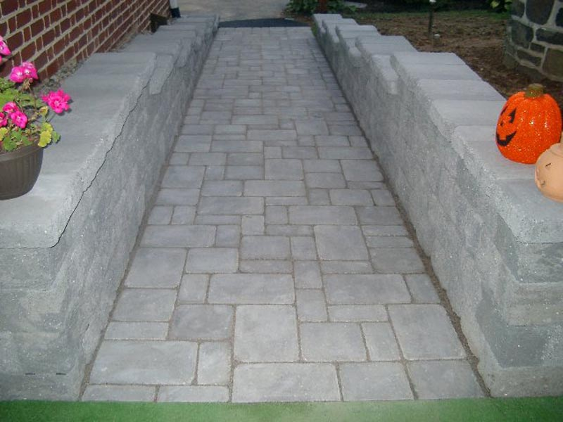 Concrete Paver Walkway 2013 (25).jpg