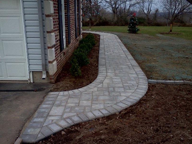Concrete Paver Walkway 2013 (16).jpg