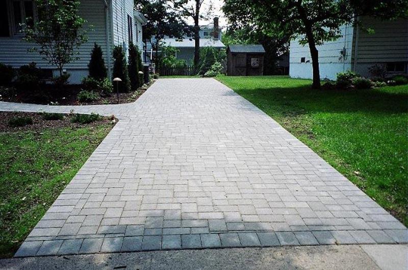 Concrete Paver Driveway 2013  (9).jpg
