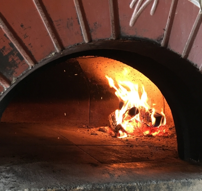 No gas jets here - 100% wood fired  M    ugnaini   oven