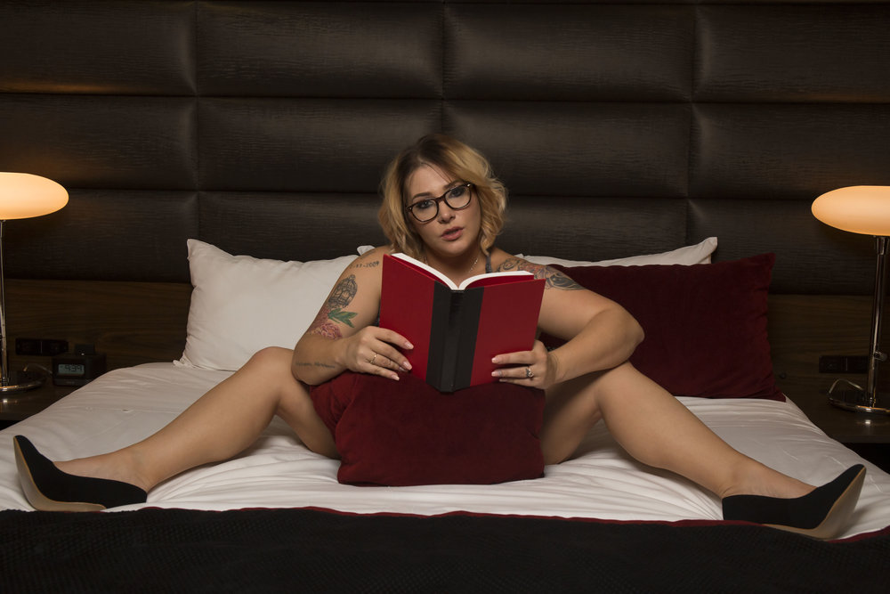 las_vegas_boudoir_photography_casey_jade_theD_nerdy_sexy
