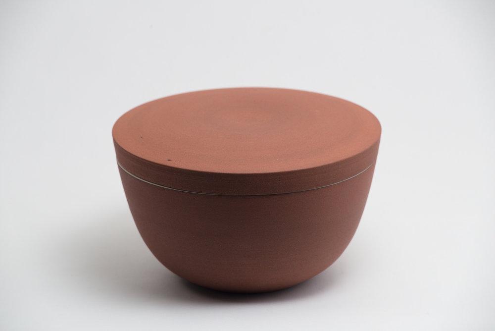 leanicolas_ceramic_lidded_bowl_4a