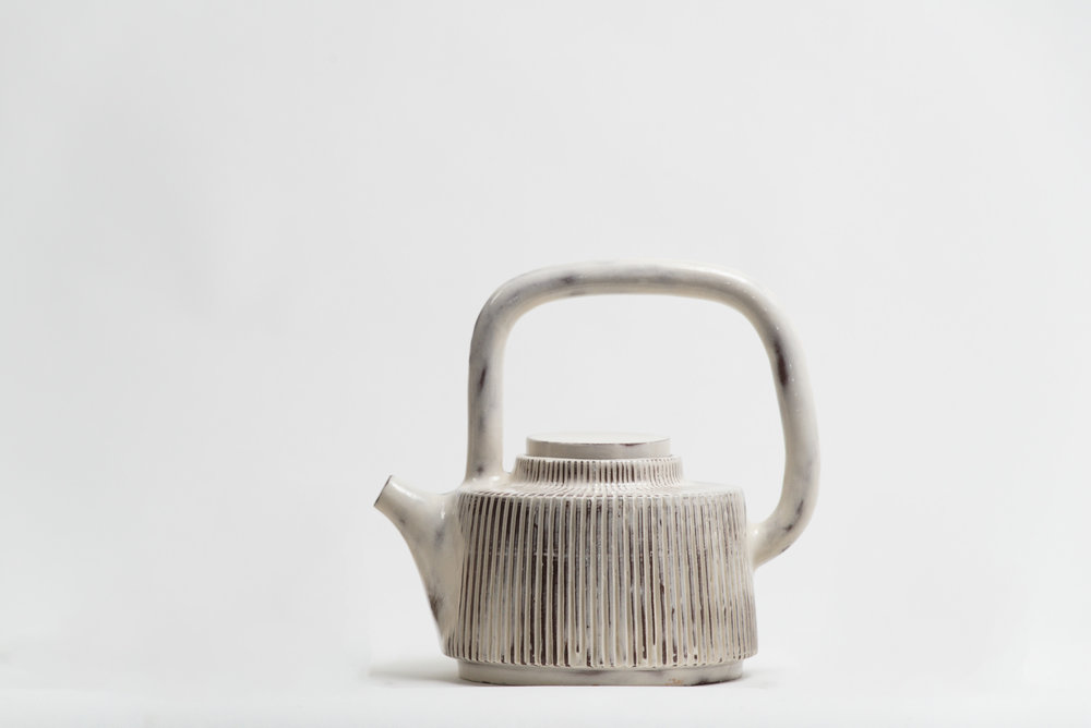 leanicolas_ceramics_teapot_1.jpg