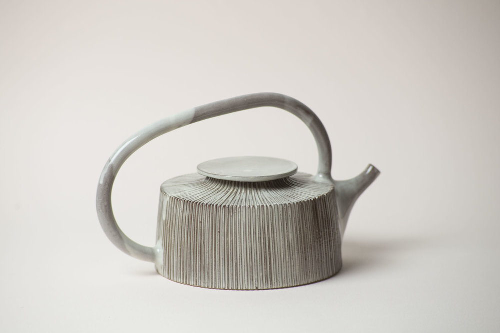 leanicolas_ceramics_teapot_kohiki_3.jpg