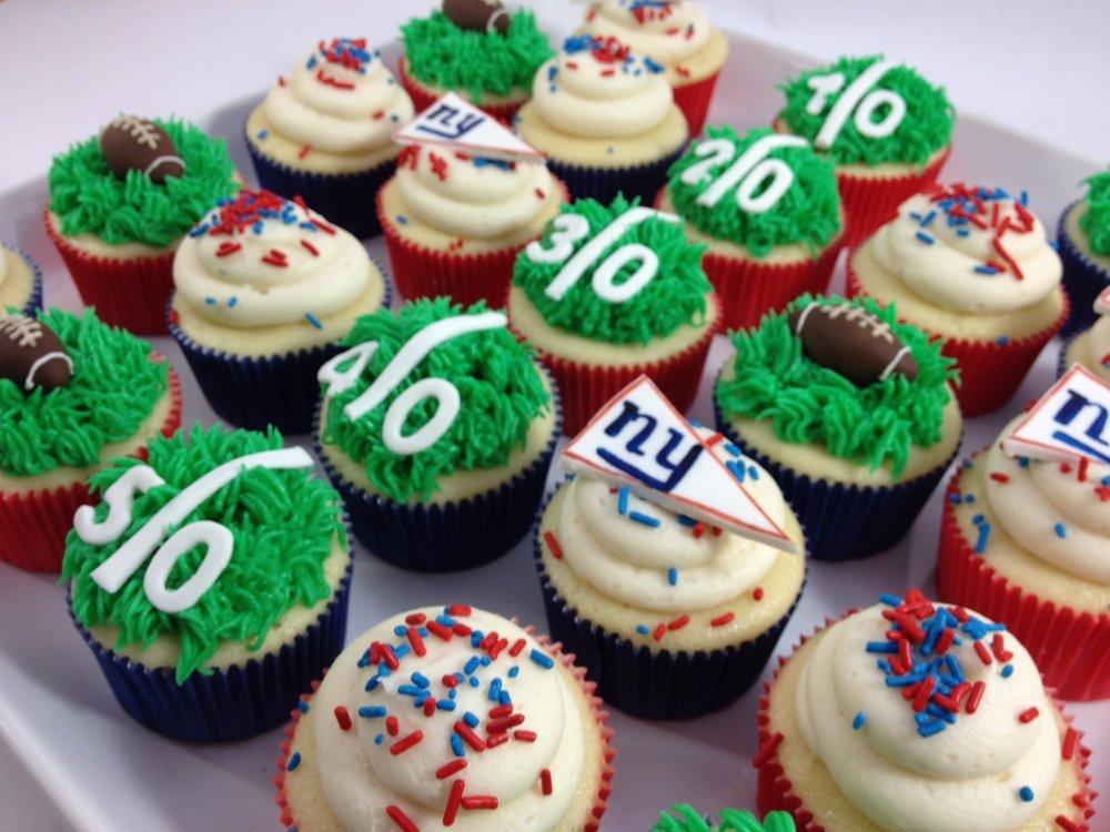 Cupcakes football theme.JPG