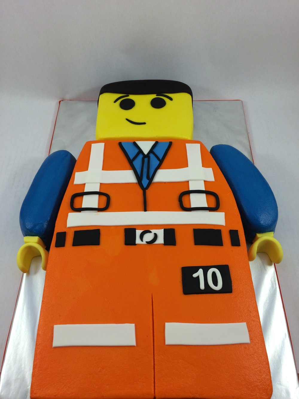 Cake lego mini figure.JPG