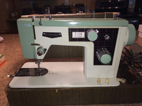 Tips For Buying A Vintage Sewing Machine The Mermaid's Den Stunning Dressmaker Special Sewing Machine