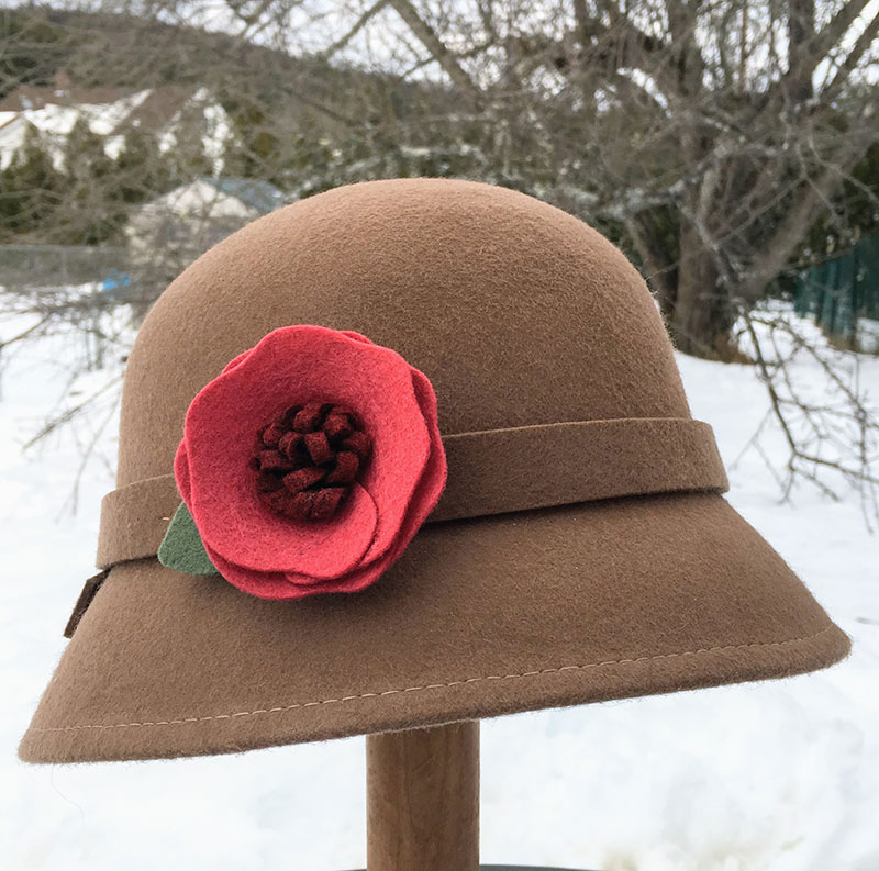 Make felt flowers for a hat